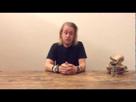 Macaulay Culkin Eating a Slice of Pizza - YouTube