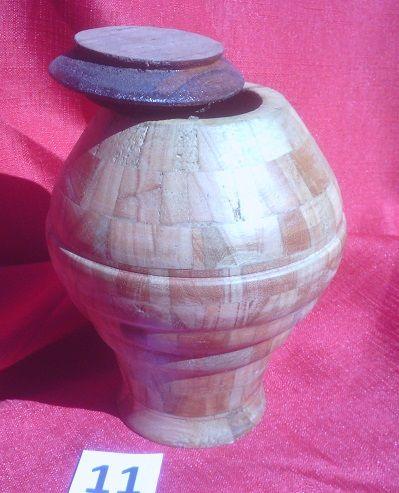Nombre: 11J CALLIRRHOE.                       Es una pieza torneada construida con 216 segmentos de cedro y finger. La terminación es con varias capas de cera. Tiene una altura de 16 cm y un diámetro de 13 cm. Esta serie de piezas llevan el nombre de satélites del Sistema Solar. Luego de dedicarme a la docencia de la Astronomía y Dibujo durante 42 años en la Enseñanza Secundaria en el Uruguay comencé a trabajar la madera en el torno. Contacto: mariograside@gmai....