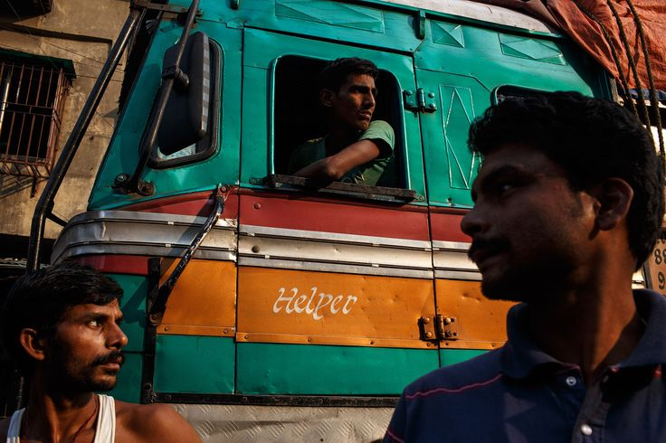 india_kolkata_calcutta_bara_bazar_Burrabazar_truck_driver