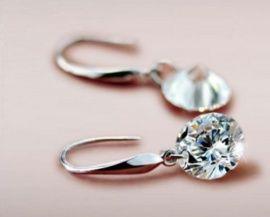Zilver diamanten strass oorstekers voor maar €4,95 shop ze nu hier http://www.mystylo.nl/a-42567103/oorbellen/zilver-diamanten-strass-oorstekers/