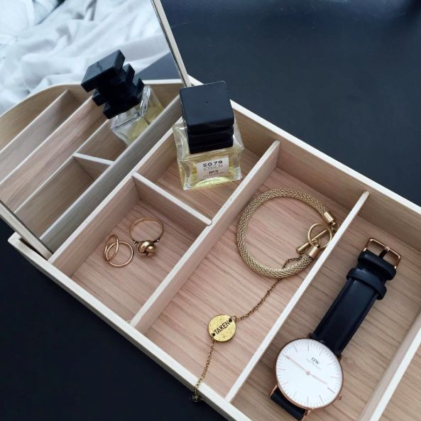 Instagram: @interiorbonanza + danielwellington + watch + klokke + bracelet + perfume + rings + jewelry box + menu + smykkeskrin