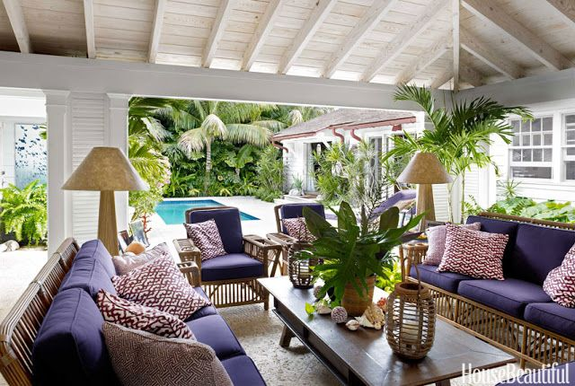 CHIC COASTAL LIVING: A Breezy Palm Beach House & Fun Vacation Looks