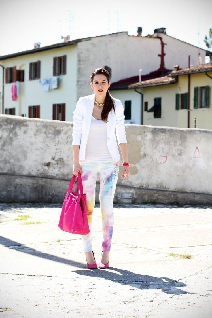 pantaloni pastello   giacca bianca   borsa fucsia   decollete fucsia   scarpe fucsia   scarpe rosa   fashion blog   fashion blogger   salsa jeans