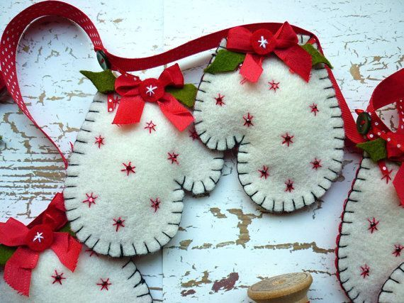 Guantes de navidad en fieltro - handmade felt mitten garland