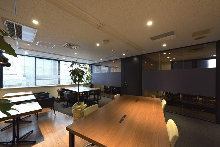 造作家具に囲まれた、会社へ帰りたくなるラウンジオフィス  オフィスデザイン事例 デザイナーズオフィスのヴィス