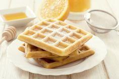 http://www.750g.com/pate-a-gaufres-thermomix-r21731.htm 360g de lait 1/2 écrémé 30g sucre en poudre 70g de beurre 5g de sel 1 sachet de levure chimique 2 œufs 250g farine blé type 55