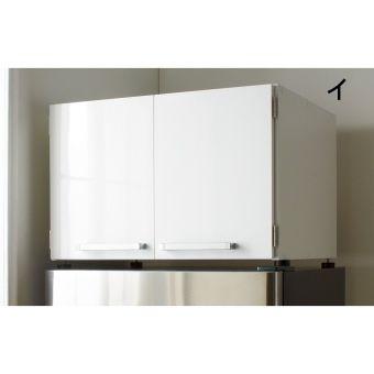 冷蔵庫上・食器棚上を物置きにすればキッチンまわりの収納が広がる技ありアイデア収納家具。高さを変えられる収納棚で鍋・フライパン、ホットプレートやキッチン小物をしまえて狭いキッチンを有効活用。前面は光沢があり冷蔵庫やシステムキッチンになじむおしゃれなデザインです。