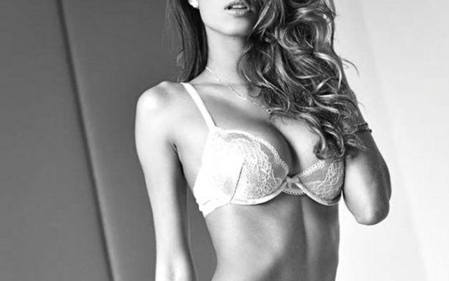 Mariana Rodriguez è la donna più sexy del Grande Fratello Vip.\r\n\r\nBasta guardare la doccia hot che si è fatta ballando un brano degli AC/DC.\r\n\r\nVideo bollente della concorrente del grande fra