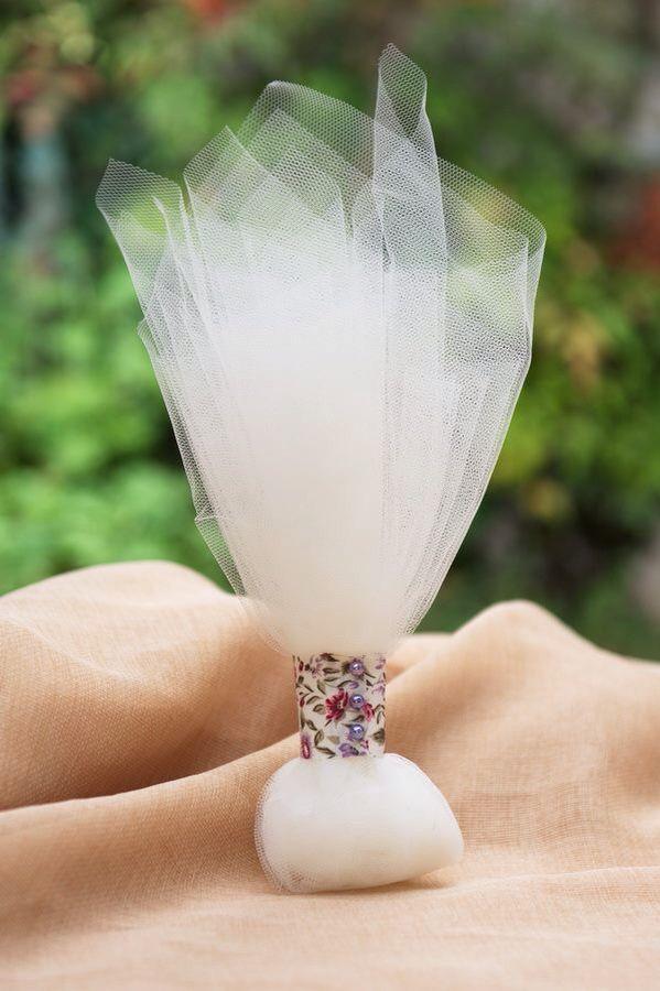 Η κλασική και αγαπημένη τούλινη μπομπονιέρα με floral πινελιά !! Διαχρονική αξία...