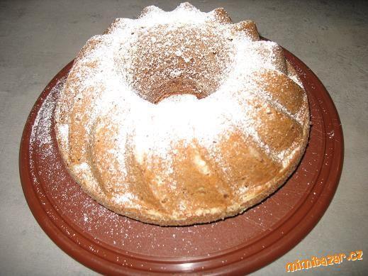Rychlá pařížská bábovka: 1pařížská šlehačka,180g cukru, 3 vejce,1/2 hrnku oleje, rum, rozinky,250g plh mouky, 1 prášek do pečiva,