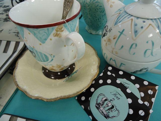 Tazas de porcelana pintadas por Juan Pablo Repetto para Celebraciones en Familia