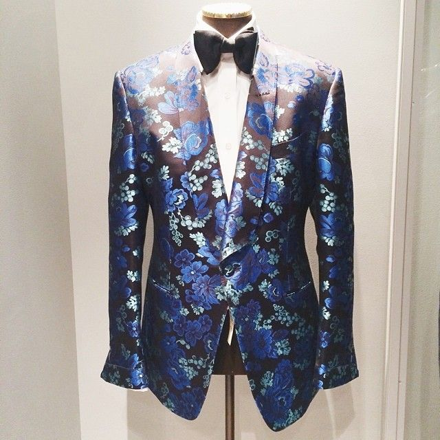 Take a risk. Give prints a try. @tomford 212 339 3251 (at Bergdorf Goodman)