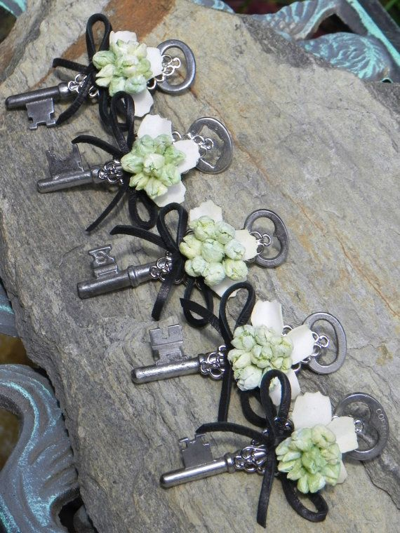 Vintage Skeleton Key Boutonniere by ForeverBouquet on Etsy, $21.00-change to navy ribbon and brush gold key?!