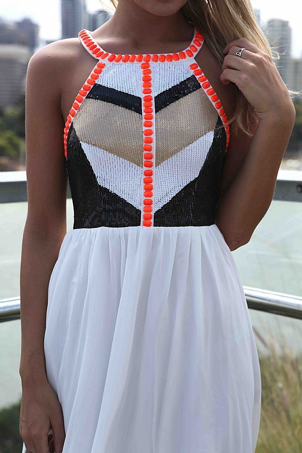 Cute summer dress.  A  great site for many more!
