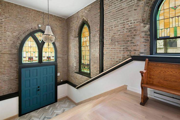 <font><font>Igreja Antiga se Transforma em linda Casa com lareira e Parede de escalada</font></font>