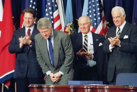 Bill Clinton, William Clinton, Al Gore, Bob Michel, Thomas Foley - Dennis Cook/AP Photo