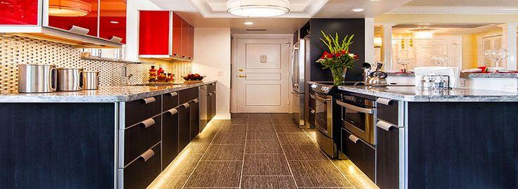 Светодиодная подсветка для кухонных шкафов: как выбрать, особенности монтажа и 65 универсальных идей http://happymodern.ru/podsvetka-dlya-kuhni-pod-shkafy-svetodiodnaya/ podsvetka_dlya_kuhni_pod_shkafy_svetodiodnaya