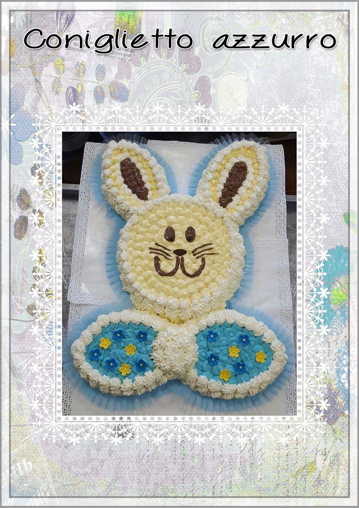 Torta di pan di Spagna con creme e panna fresca a forma di coniglietto. Per festeggiare in modo speciale compleanni o battesimi. Le pasticcere del nostro ristorante sono le numero 1  #tortehomemade #dolcihomemade #peppinocarugate #peppinoristorante #saicosamangi #battesimi #compleanni #cerimonie #banchetti #torte #gelati #carnekmzero #tortaconiglietto #rabbitcake