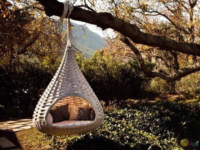 Le Nestrest s'intègrera parfaitement dans tous les environnements, ses lignes naturelles en fibres Dedon sont un bijou de mobilier de jardin contemporain.