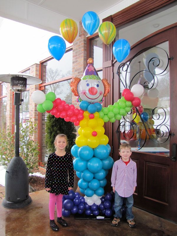 Giving those Clowns a colorful body - Balloon Decor