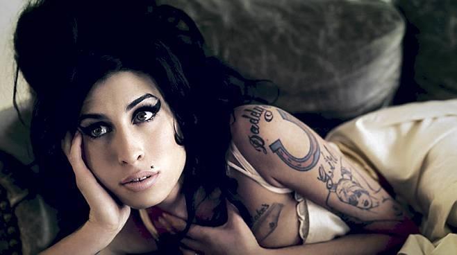 Isä uskoo Amy Winehousen hengen saapuvan Grammy-gaalaan