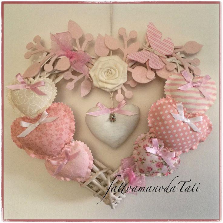 Cuore/fiocco nascita rosa 8 cuori  con rosa bianca e farfalla, by fattoamanodaTati su misshobby.com