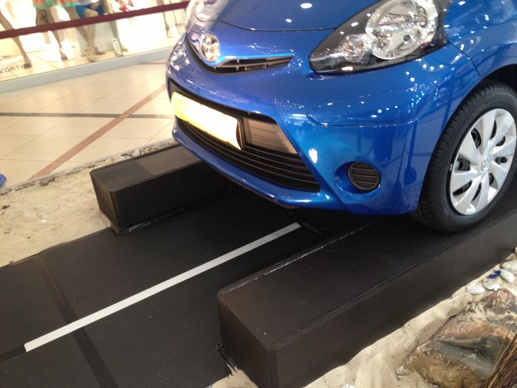 black painted car plinth