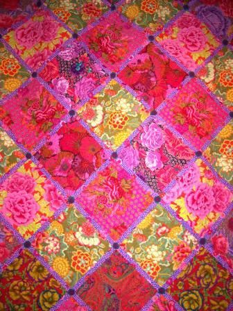 - ...good lookin! - ...big bold beautiful Kaffe Fassett quilts...