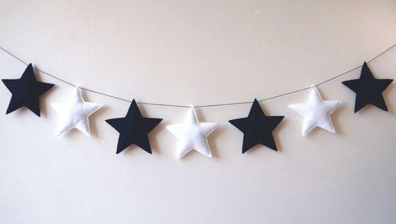 Zwart Wit Sterrenslinger, Wit Zwarte Sterren - Sterren Slinger-  babykamer slinger, foto achtergrond, sterren kinderkamer, babykamer sterren