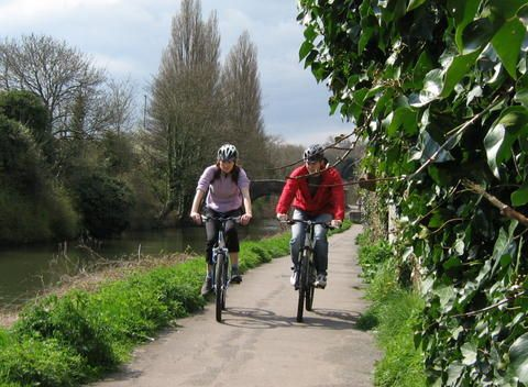 Join IBikeLondon's Parks & River Ride for a fun and sociable ride taking in two of London's Royal Parks and some glorious views of the river!    On Saturday 3 November, the group will be leaving Hyde Park Corner at 11am to head for Richmond Park and back up the Cycle Network along the Thames before ending at 3pm at the Old Ship Pub W6 – London's No 1 alfresco dining venue. It'll be a very social ride with a few breaks on the way..for more visit: bikeminded.org