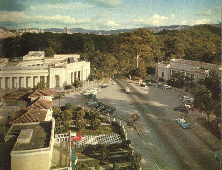 Museo de Bellas Artes (izquierda) y Museo de Ciencias (derecha). Caracas. Venezuela