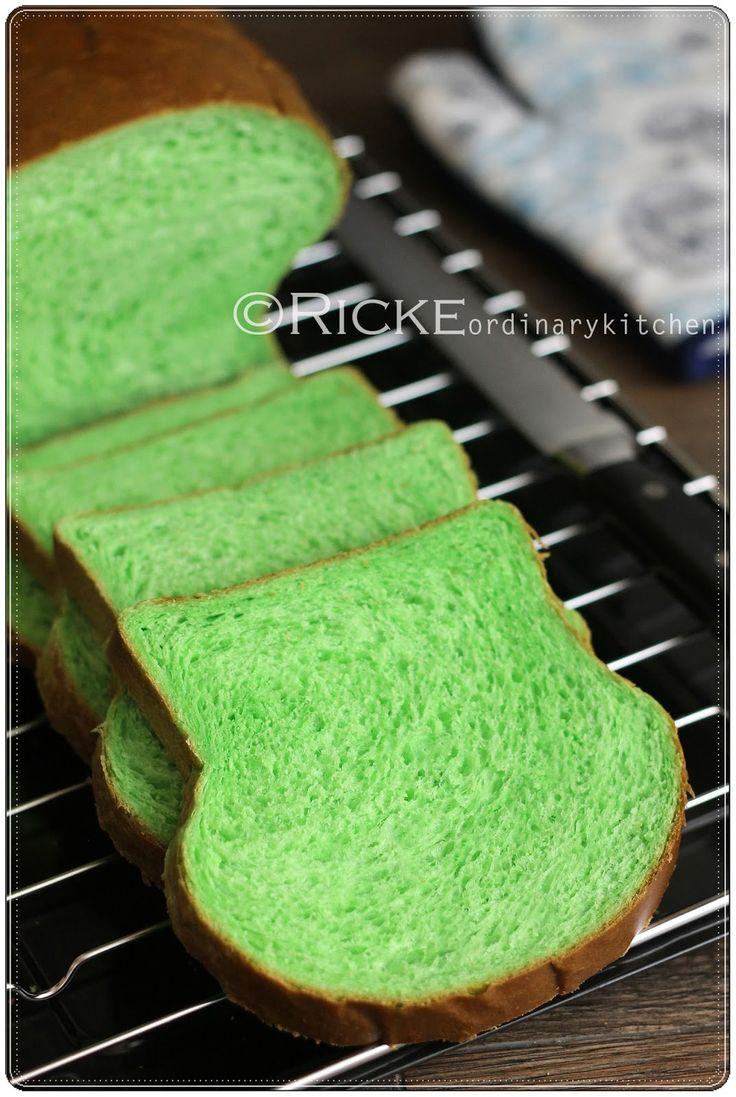 Just My Ordinary Kitchen...: ROTI TAWAR PANDAN (PANDAN LOAF BREAD)