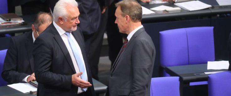 BERLIN. Die Bundestagsfraktionen von Union, SPD und FDP planen offenbar eine Erhöhung ihrer Abgeordnetendiäten. Aus einem gemeinsamen Antrag, der derBild-Zeitung vorliegt, geht hervor, daß die Einkünfte der Parlamentarier in der aktuellen Legislaturperiode jährlich steigen werden. Grundlage für ...
