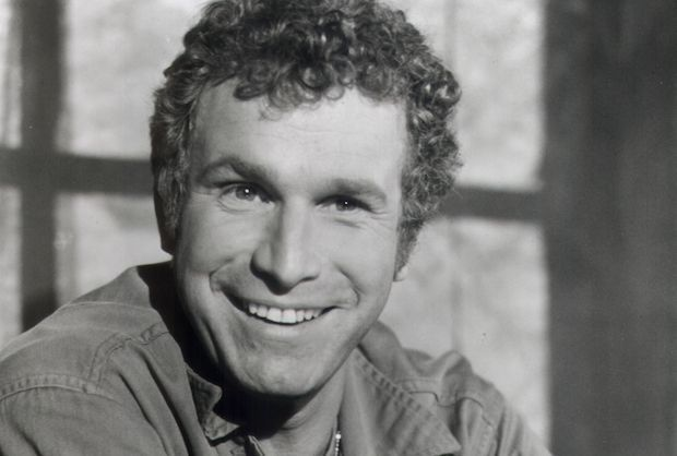 "Wayne Rogers, best known to TV audiences for playing Captain ""Trapper"" John McIntyre on M*A*S*H, died on Thursday after suffering complications from pneumonia, his family told Entertainment Tonight. He was 82. Rogers' first major acting role was on the ABC Western Stagecoach West, which debuted in October"