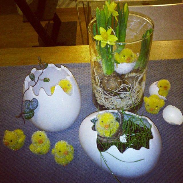 ÖoB levererar! =) Söta ägg, påskliljor och kycklingar till rena fyndpriser.  #ÖoB #PÅSK #påskpynt #påskliljor #påskägg #ägg #interior #inredningsdesign #påskdekoration #stilleben #påskpyssel #homestyling