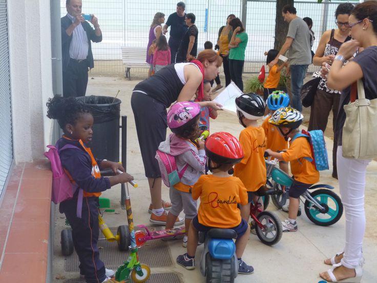 Setmana de la Mobilitat Sostenible i Segura 2013: Aquesta setmana els alumnes d' Infantil de l'Escola La Candela de Valls han anat a l'escola amb bicicleta, patinet o tricicle, i els han treballat des de totes les àrees.