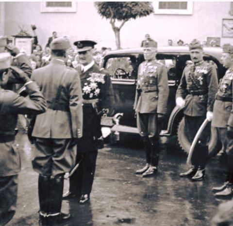 Horthy Miklós kormányzó Marosvásárhelyen Észak-Erdély visszacsatolásakor a Barátok temploma előtt. ( Foto Fortepan ) (480×466)