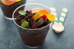 Рецепты на Хэллоуин: десерт Земля с червяками - Рецепты. Кулинарные рецепты блюд с фото - рецепты салатов, первые и вторые блюда, рецепты выпечки, десерты и закуски - IVONA - bigmir)net - IVONA bigmir)net