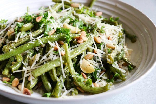 Here's a simple and impressive recipe for roasted green beans with lemon, pine nuts and parmigiano cheese. Photographs included.
