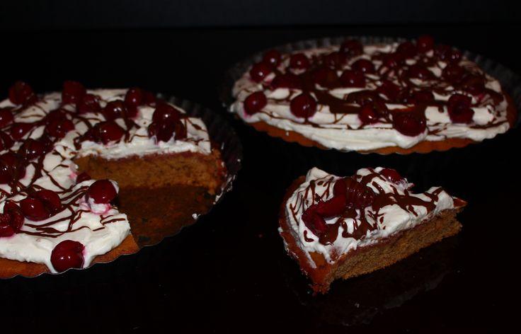 koláč s kukuřičnou moukou a višněmi