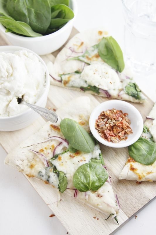 spinach and ricotta pizza .