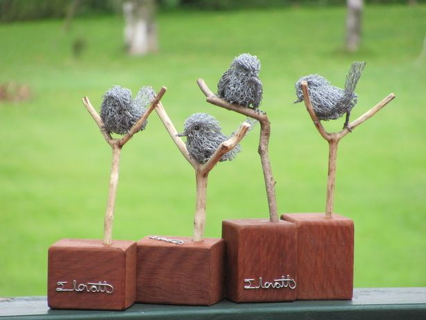 So adorable! I want for my mantle! Little wren's made out of chicken wire.