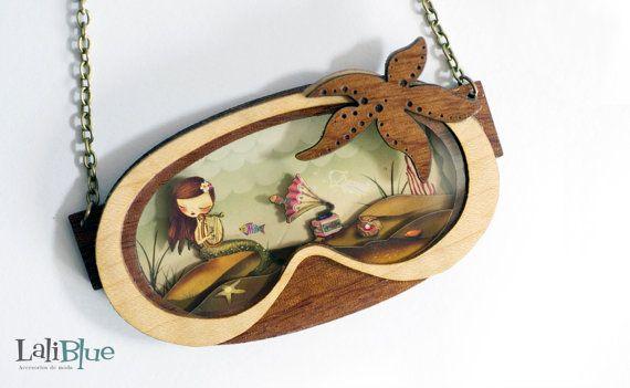 The Little Mermaid necklace. / Collar La sirenita. Natural Wood and paper diorama.