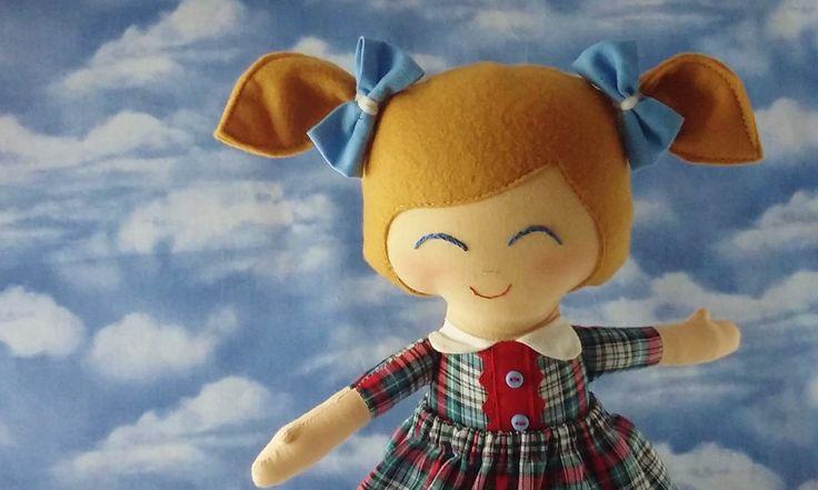 Bambola di stoffa alta 35cm. con vetito a quadretti e codini con fiocchetti azzurri Bambolina bionda di pezza in cotone di CucuKids su Etsy