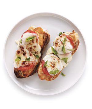 Open-Face Chicken Caprese Sandwiches.---  1  tblsp  olive oil  4  boneless, skinless chicken breasts  salt & pepper  8  slices bread  3  sliced tomatoes  8  ozs  sliced mozzarella  1/4  cp  fresh basil leaves, torn  heat oil over medium-high heat. chicken ¾ teaspoon salt & ¼ teaspoon pepper - working in batches, cook 2 to 3 minutes per side.   assemble  Place on a broilerproof baking sheet and broil until the cheese is melted, 3 to 5 minutes.  Sprinkle with the basil.: Basil Leaves, Sandwiches Yum, Open Fac Chicken, Sandwiches Recipe, Bbq Burgers Sandwiches Wraps, Summer Lunches, 15 Recipe, Chicken Caprese, Caprese Sandwiches