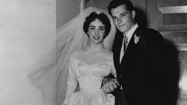 elizabeth taylor wedding photos   Elizabeth Taylor's first wedding dress sells for more than $200,000 ...