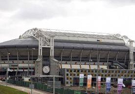 16-Dec-2013 19:17 - KNVB WIL 4 WEDSTRIJDEN OP EK 2020. Voetbalbond KNVB wil in 2020 in totaal vier duels naar Nederland halen voor het EK. Vandaag besloot de bond zich officieel kandidaat te stellen. In totaal wordt het EK in dat jaar in 13 landen afgewerkt. Nederland zet niet al te hoog in en wil drie groepswedstrijden en een achtste finale binnenslepen. Amsterdam moet de speelstad gaan worden. Afgelopen september had de KNVB al aan de UEFA laten weten interesse te hebben in de...