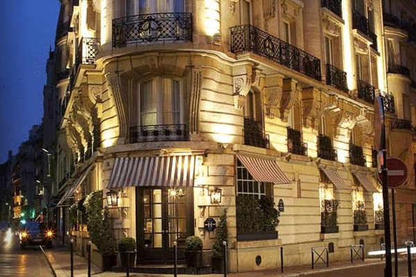 PARIS - Radisson Blu Le Dokhan's Hotel. For more of FATHOM's most romantic hotels in France visit shar.es/fVeSb.