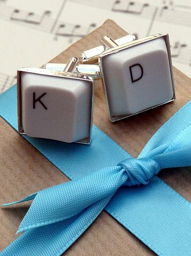 Computer keys in the bride and groom's initals make geek chic cuff links - good favours for the gentlemen!