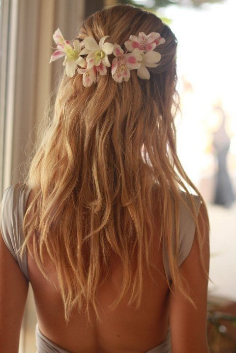 flowers in her hair…Hairstyles, Beach Wedding Hair, Hair Flower, Summer Wedding, Bridesmaid Hair, Flower Crowns, Wedding Hairs, Hair Style, Flower Hair